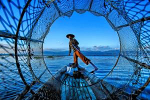 PhotoVivo Honor Mention - Ee Sin Tan (Singapore)Fisherman Through The Net