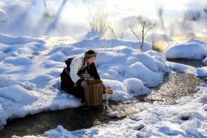 PhotoVivo Merit Award - Ling Hou (China)Get Water In Winter