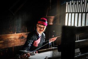 PhotoVivo Honor Mention - Youming Xiong (China)  Weaving Woman1