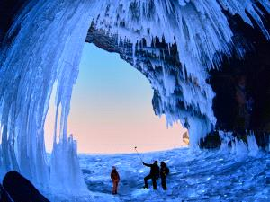 SPC Gold Medal - Jiashun Feng (China)  Explore In Ice Cave
