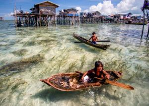 PhotoVivo Gold Medal - Chin Leong Teo (Singapore)  Two Bajau Kids On Boats